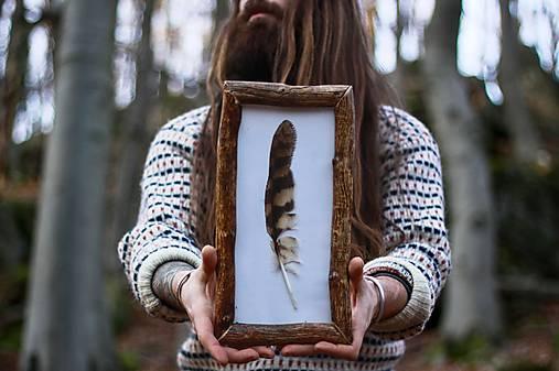 """Dekorácie - """"Bukový rámček s pierkom Sovy lesnej"""" - 11916788_"""