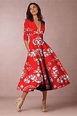 """Šaty - FLORAL FOLK """" Slovenská ornamentika """", spoločenské šaty v dĺžke midi (biela + malinový akvarel kosoštvorec) - 11922891_"""
