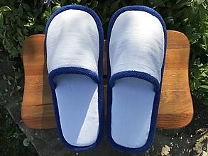 Ponožky, pančuchy, obuv - Biele riflové papuče s modrým lemom - 11923577_