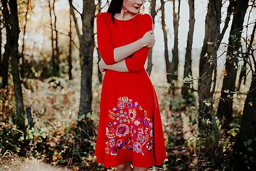 červené úpletové šaty Poľana