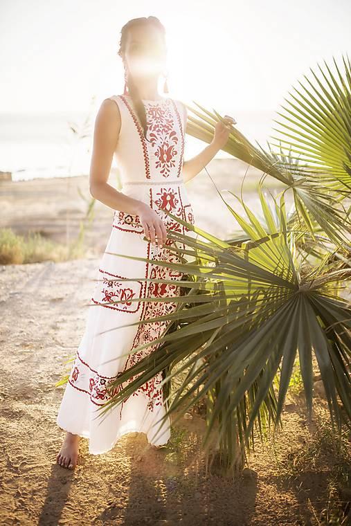 dlhé úzke vyšívané šaty Slavianka