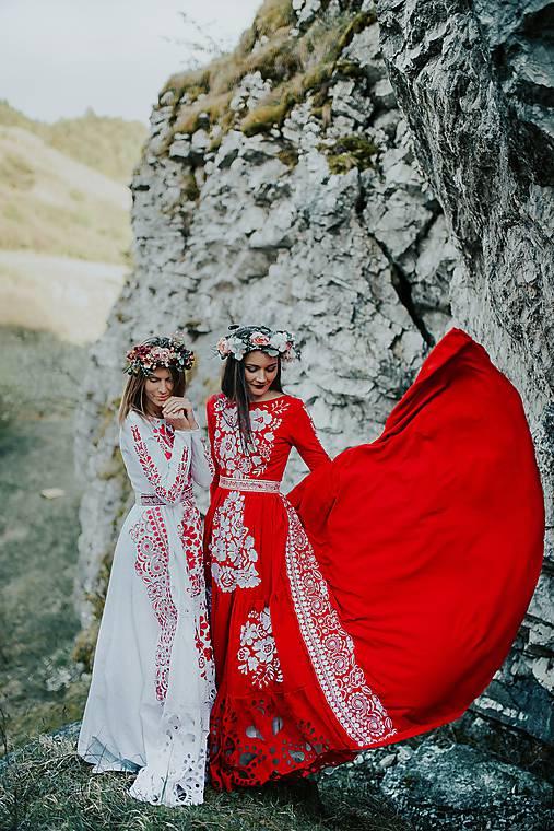 červeno biele vyšívané šaty Poľana
