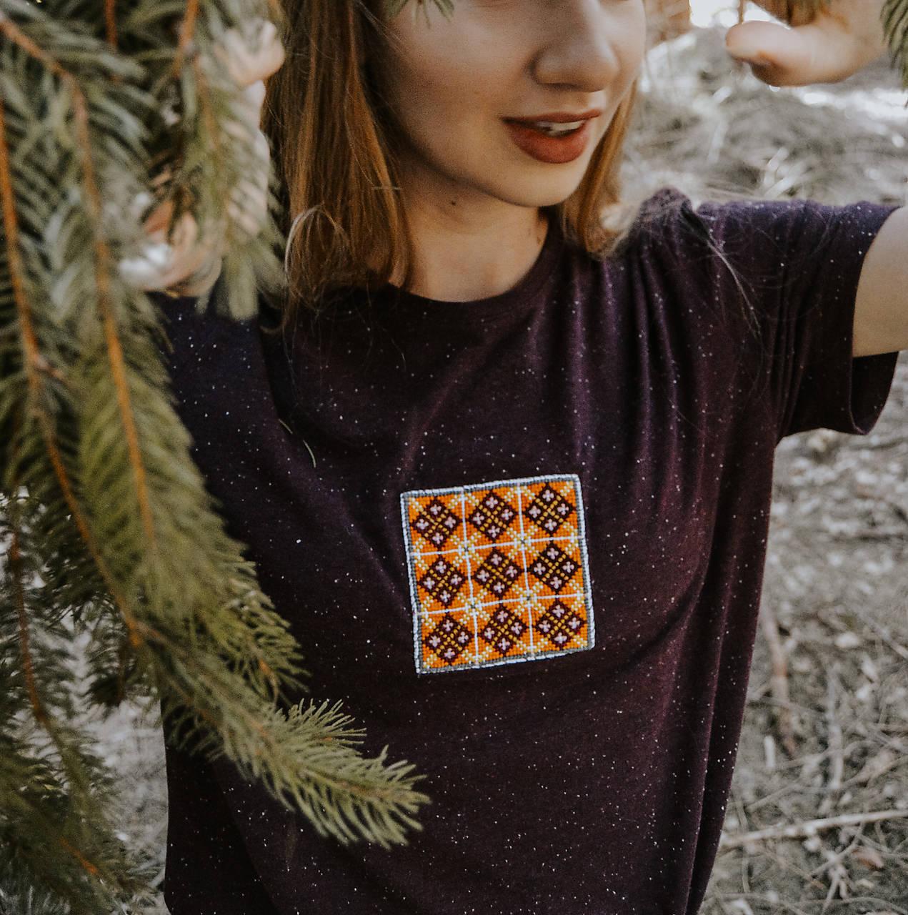 Ručne vyšívané tričko