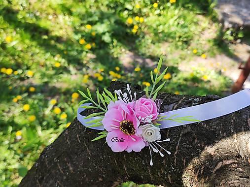 Ružový kvetovaný náramok pre družičky