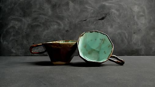 šálka zeleno kovová