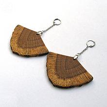 Náušnice - Drevené náušnice visiace - dubové vejáriky - 11943850_