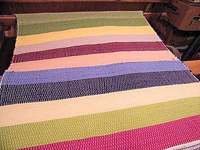 Úžitkový textil - Tkaný pestrofarebný koberec bez bielej - 11940864_