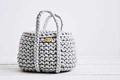 Dekorácie - Ručne pletený košík s rúčkami - sivý - 11948495_
