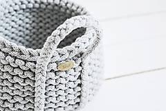 Dekorácie - Ručne pletený košík s rúčkami - sivý - 11948496_