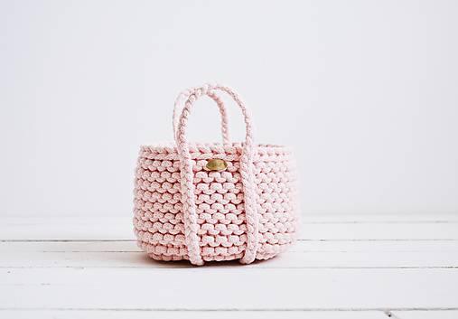 Ručne pletený košík s rúčkami - ružový