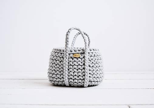 Ručne pletený košík s rúčkami - sivý