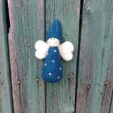 Dekorácie - Plstený bodkovaný anjelik modrý - 11949396_