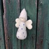 Dekorácie - Plstený bodkovaný anjelik sivý - 11949452_