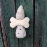Dekorácie - Plstený bodkovaný anjelik sivý - 11949453_