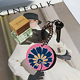 Kľúčenky - Drevená kľúčenka modrý kvietok - 11952706_