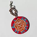 Kľúčenky - Drevená kľúčenka červená ruža - 11952730_