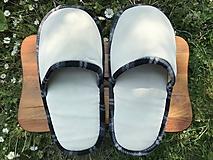 Obuv - Béžové papuče s čiernobielym lemom - 11956299_