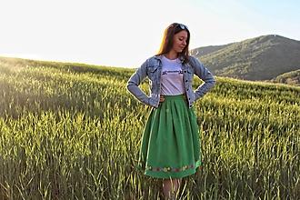 Sukne - Sukňa s vyšívaným venčekom - 11955365_