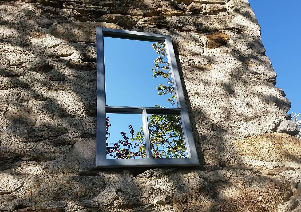 Trojdielne zrkadlo zo starého okna