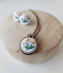 """Sady šperkov - Vyšívaný set náušnice a náhrdelník """"Harmanček"""" - 11958133_"""