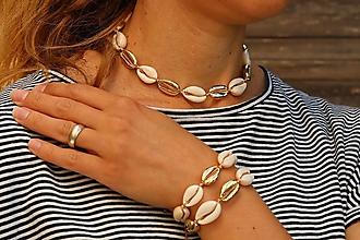 Náhrdelníky - Choker náhrdelník s mušľami natural/gold - 11955199_