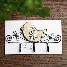 Nábytok - vešiak s vtáčikom (s kvetom) - 11960855_