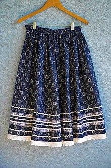 Sukne - Ľudová sukňa z modernej modrotlače s ozdobnými stuhami - 11958781_