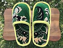 Obuv - Zelené papuče so žltým lemom - 11959438_