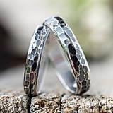 Prstene - Obrúčky srdcom tepané /polguľaté - AG s patinou/ - 11967442_