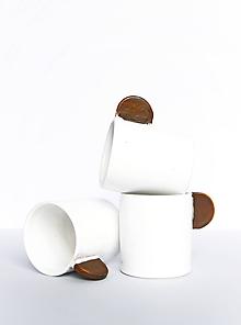 Nádoby - Biele šálky s hnedým uškom - 11968327_