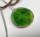 Náhrdelníky - Keramický šperk zo sklom  - Zelené pleso - 11967647_