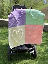 Textil - Háčkovaná deka so srdiečkami farebná - 11974047_