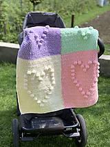 Textil - Háčkovaná deka so srdiečkami farebná - 11974048_