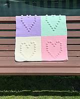 Textil - Háčkovaná deka so srdiečkami farebná - 11974050_