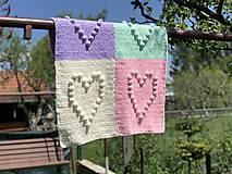 Textil - Háčkovaná deka so srdiečkami farebná - 11974052_