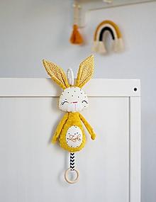 Hračky - Zajačik na kočík horčicový - 11973419_