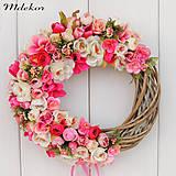 Dekorácie - Ružový veniec - 11975319_
