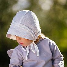 Detské čiapky - Mušelínový čepiec s volánmi ecru - 11976822_