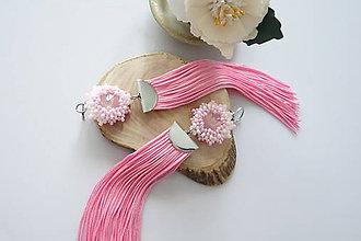 Náušnice - Nežné ružové náušnice so Swarovski a hebkým strapčekom - 11975641_