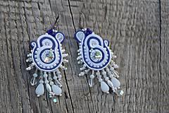 Náušnice - šujtášové náušnice bielo-modré s cingrlátkami - 11980770_