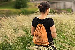Batohy - Stahovací batoh - můra, skořicový - 11984368_