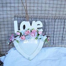 Rámiky - Rámik srdce s nápisom love, drevený, vintage, s ružičkami - 11985412_
