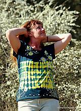 Tričká - Dámske tričko batikované, maľované V PLNOM KVETE - 11983431_