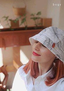 Čiapky - dámský bavlněný klobouk na jaro/léto, peří - 11983828_