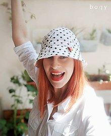 Čiapky - dámský bavlněný klobouk na jaro/léto, černý puntík - 11983949_