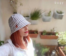 Čiapky - dámský bavlněný klobouk na jaro/léto, šedý proužek - 11984019_