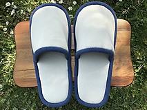 Obuv - Béžové papuče s modrým lemom - 11983459_
