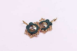 Náušnice - Šujtášové náušnice vločka tmavá zelená so zlatou - 11987530_