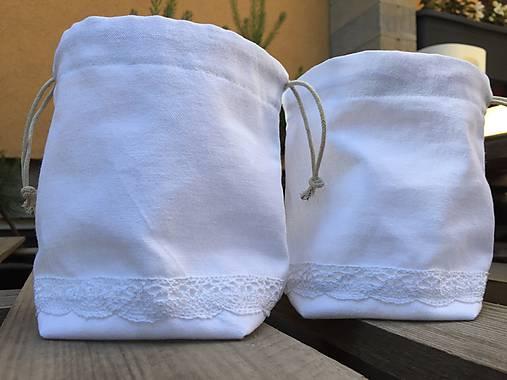 biele vrecúško s čipkou