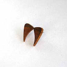 Náušnice - Drevené náušnice napichovacie - špaltované hruškové kúsky - 11984756_